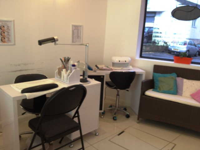 Well Fitted Nail Bar for sale in Kentish Town for sale