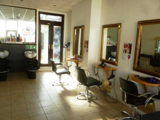 Attractive Well Fitted Unisex Hairdressing Salon for sale in Croydon for sale