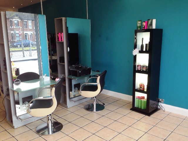 Spacious Well Equipped Unisex Hairdressing Salon / Beauty Salon for sale in Hayes for sale