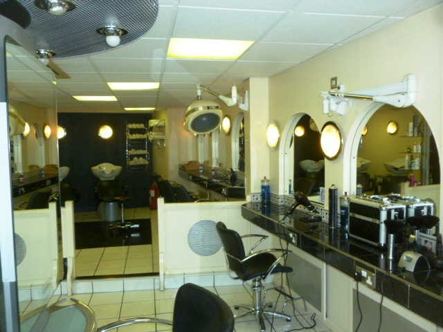 Unisex Hairdressing Salon in Bagshot For Sale