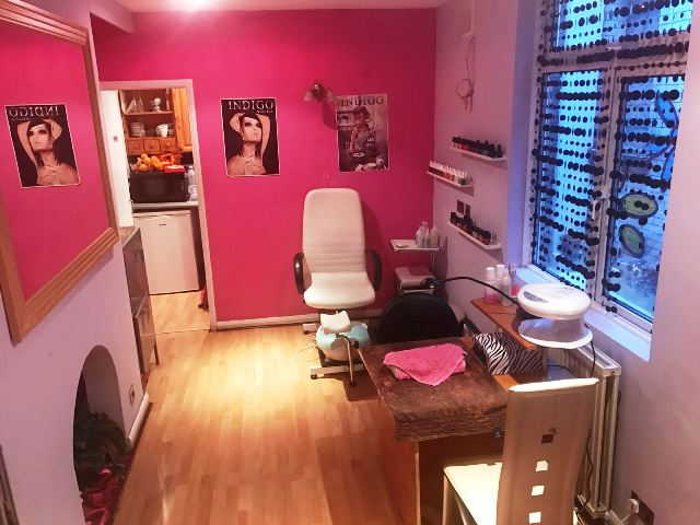 Hairdressing and Beauty Salon in Fulham For Sale