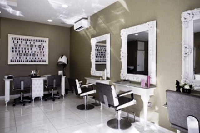 Haird Salon with 2 Beauty Rooms in West London For Sale