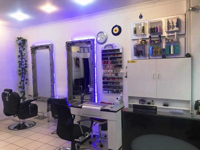 Hairdressing & Beauty Salon in Hammersmith for Sale