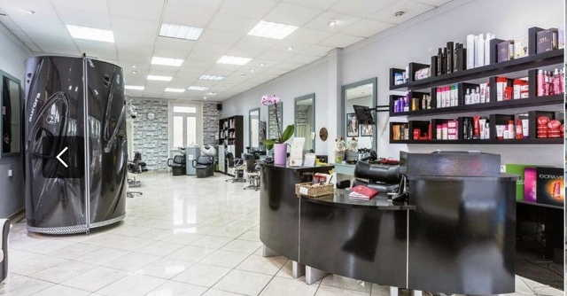 Spacious Well Fitted Unisex Hair Salon in South London For Sale