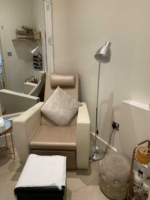 Well Equipped Beauty Salon in Hertfordshire For Sale for Sale