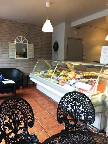 Attrctive Well Fitted Sandwich Bar / Delicatessen Takeaway for sale in Mansfield for sale