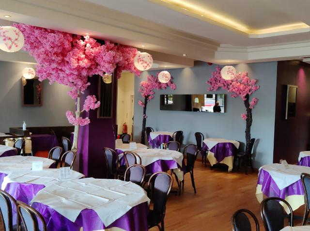 Chinese Restaurant and Takeaway and Delivery in Weybridge For Sale