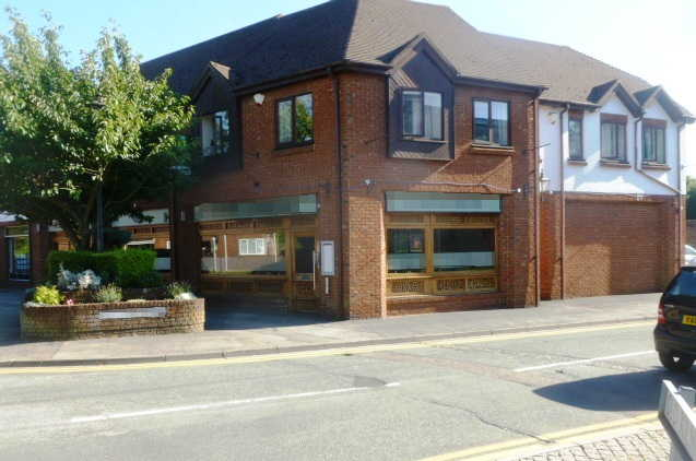 Impressive and Spacious Licensed Modern Indian Restaurant, Buckinghamshire For Sale