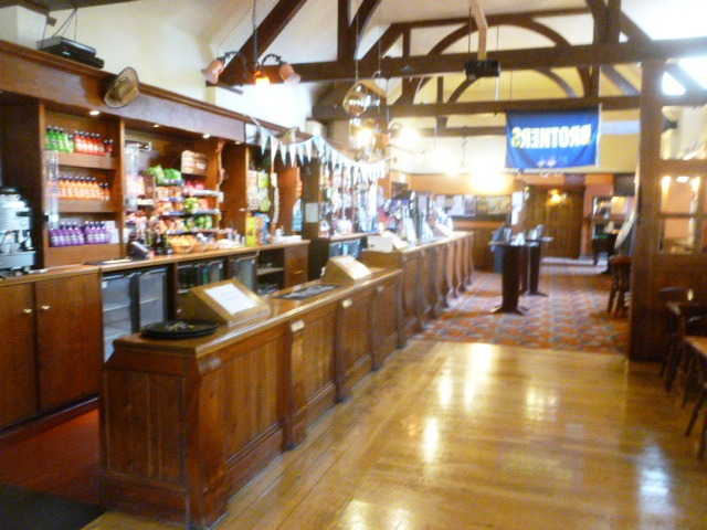 Spacious Detached Bar and Restaurant for sale in Watford for sale