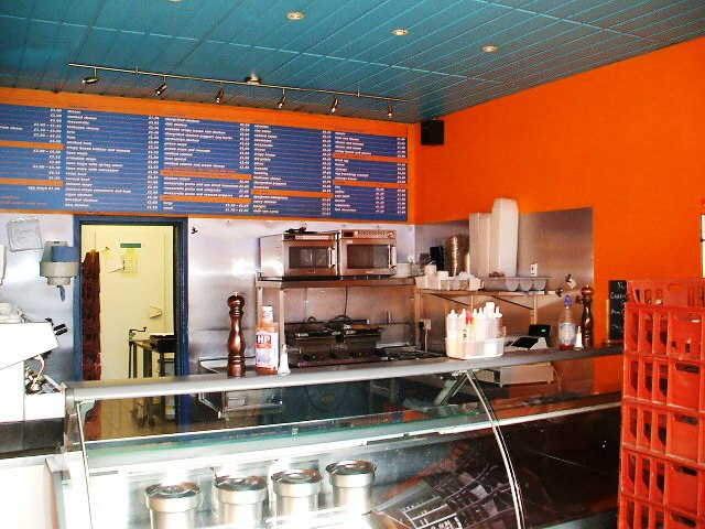 Sandwich Bar with Sindwich Round and Buffets in Waltham Cross For Sale