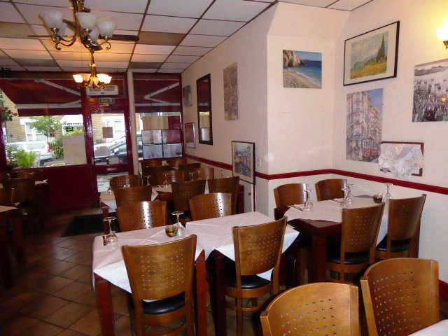 Daytime Cafe and Turkish Restaurant in Teddington For Sale