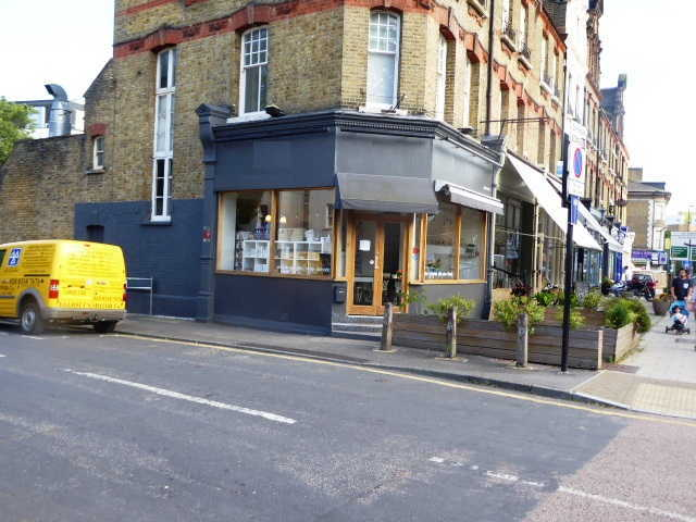 Coffee Shop, Gift Shop and Tea Room in South London For Sale